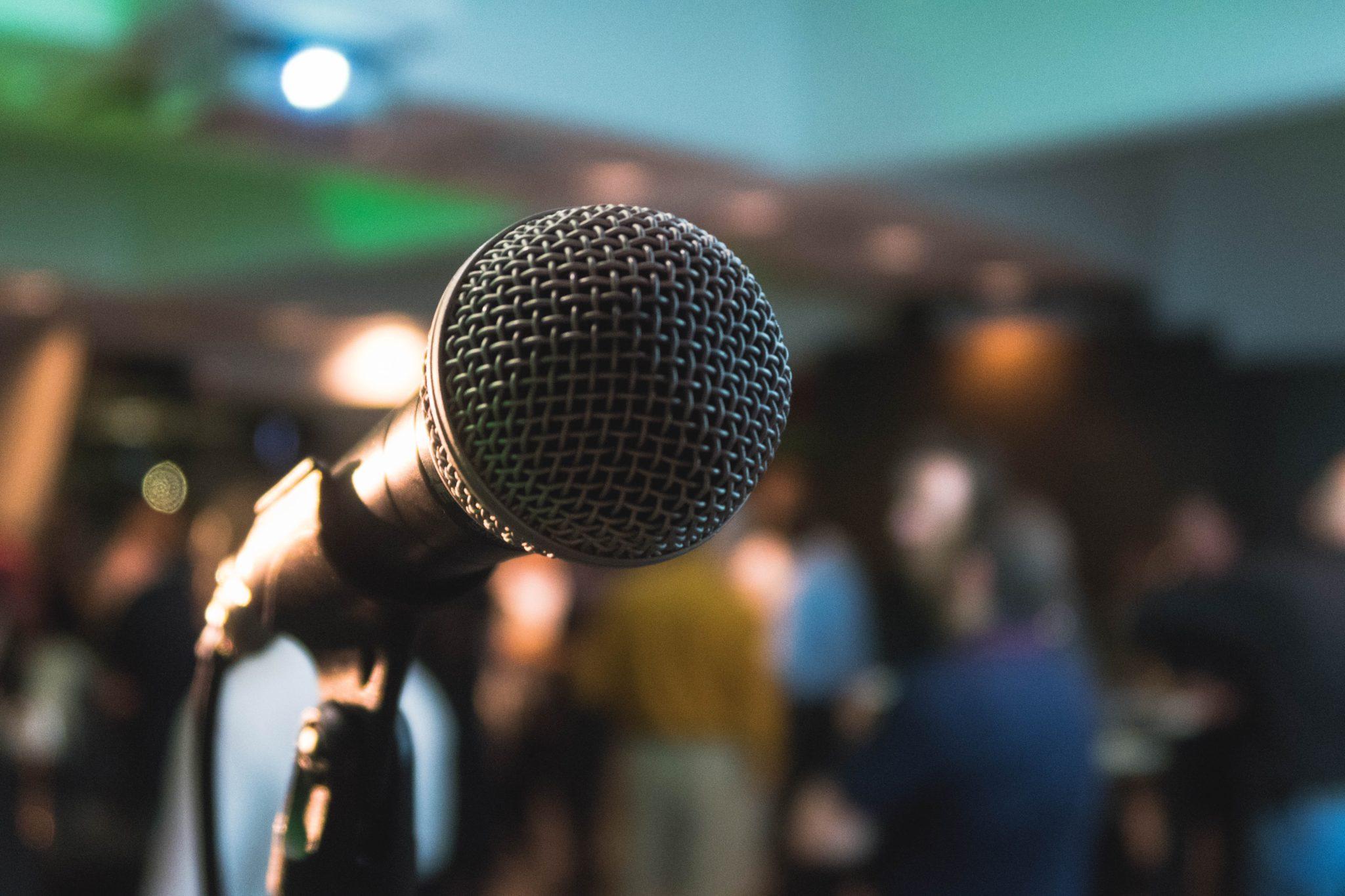 Microphone auf Podium